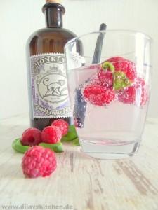 Himbeer-Gin-Tonic mit Basilikum