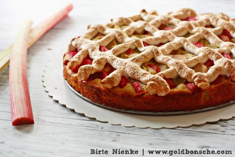 Rhabarberkuchen mit Baiser Goldbonsche