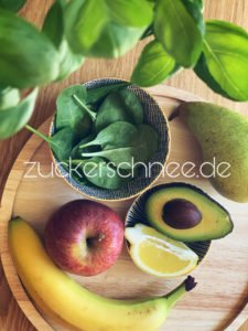 Zutaten für einen grünen Smoothie.